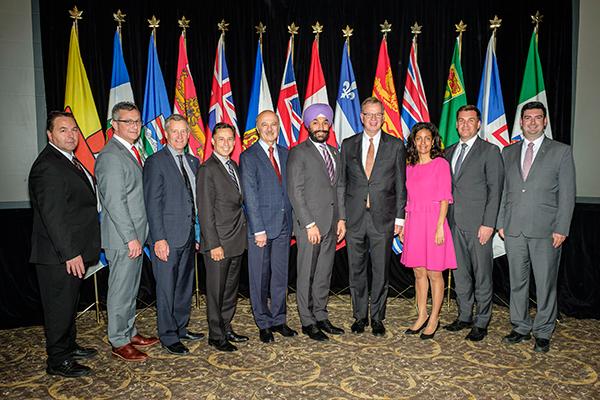 PHOTO OFFICIELLE - Réunion des ministres fédéral ...